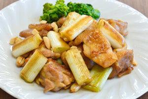長ネギと鶏モモ肉のオイスターソース炒め・菜の花添え