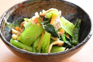 小松菜とさば缶の和え物