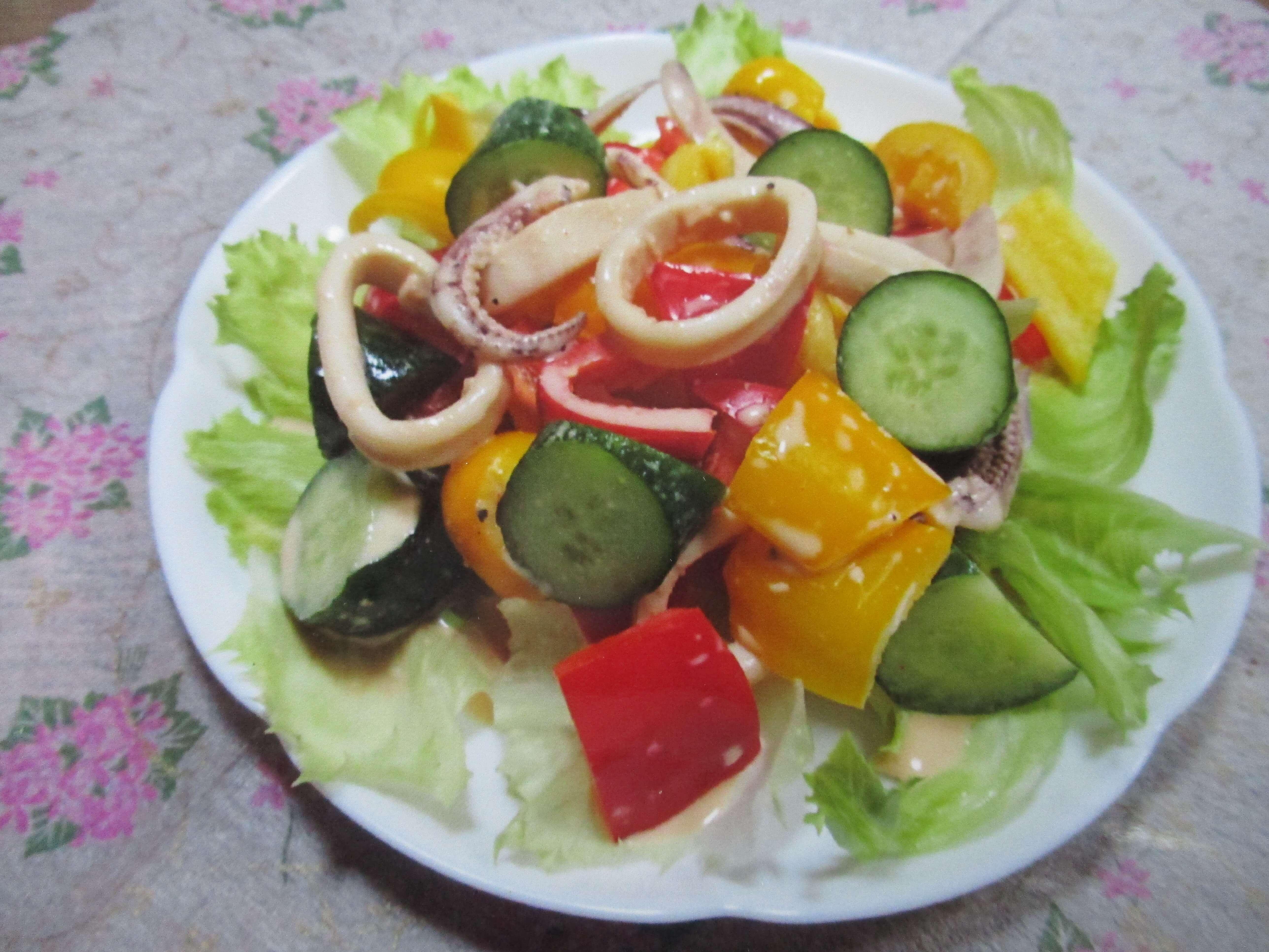 パプリカとイカのピリ辛サラダ